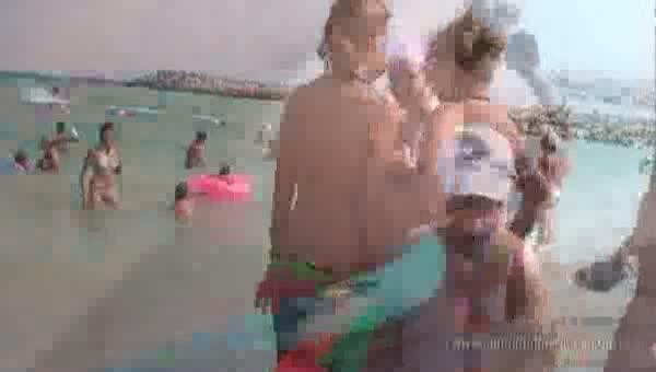 海外ビーチでビキニGALのトップレス姿を秘密撮影☆☆