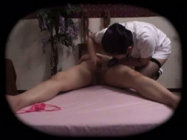 ビキニ姿のノンケ女性が性感マッサージで身体を痙攣させて淫らに悶える…