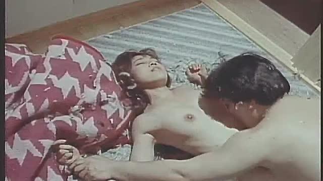 監禁された4人の女性が拘束され男達に全裸で犯される!1998年OV「監禁バスジャック 追いつめられた女の性」濡れ場!